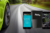 Car on a road and visual of the Xee unit connected to smartphones